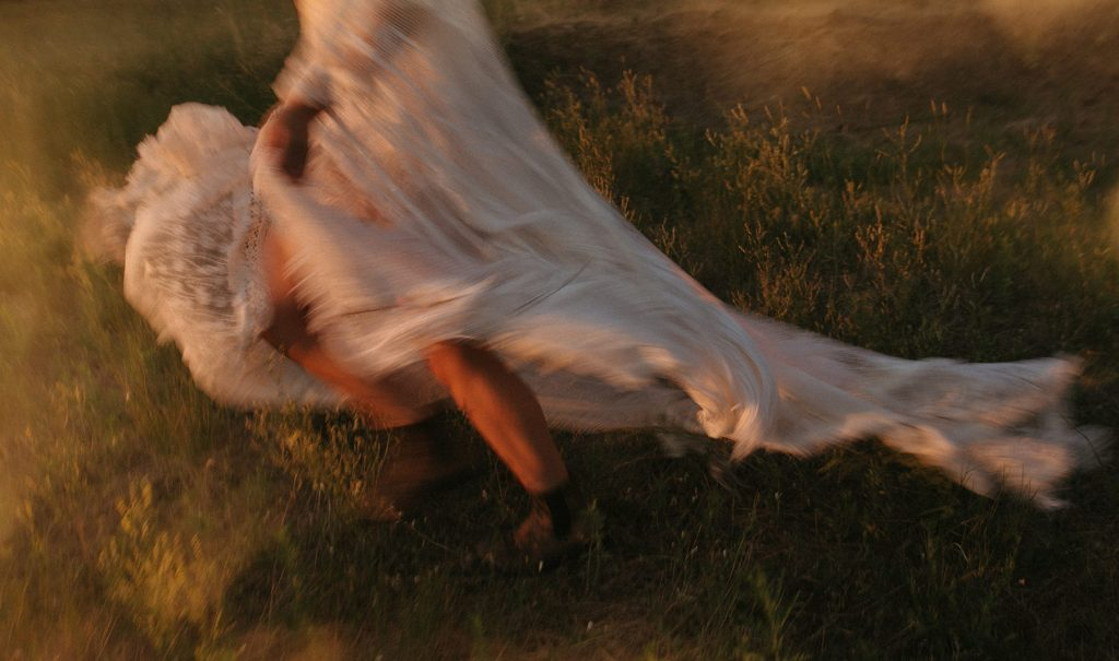 An artistic photo of the lower body of a bride, who runs away.